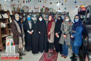 بازدید دکتر صالحی از یک کارگاه صنایع دستی بانوان در شهرستان مبارکه