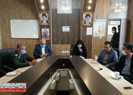 دکتر صالحی به همراه مسئولان شهرستان از فرمانده و کارکنان سپاه ناحیه مبارکه تقدیر کردند